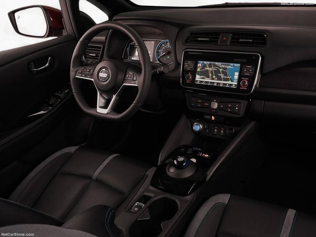 Nissan-Leaf-2018-interior